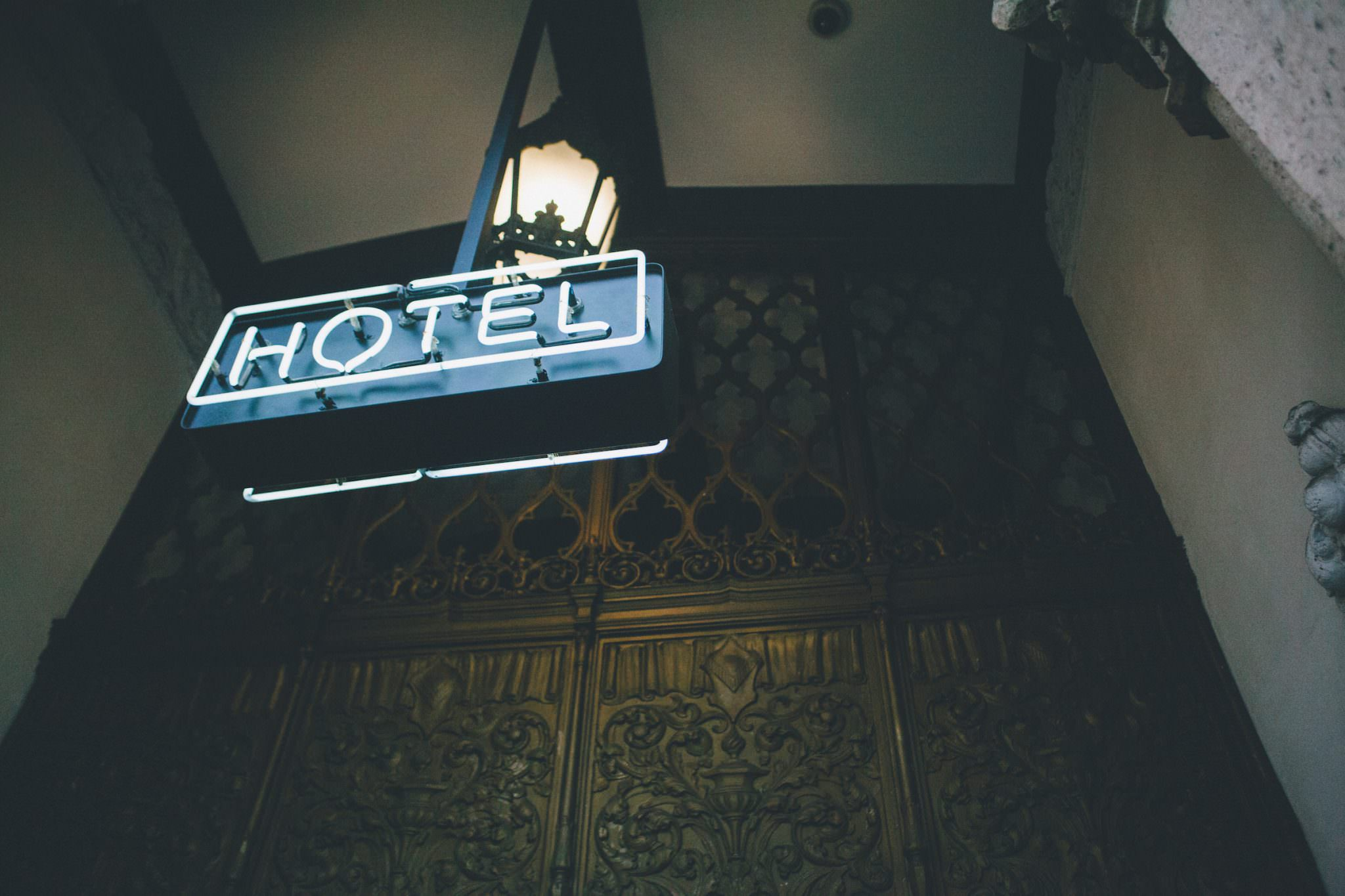 Ace Hotel DTLA | Los Angeles elopement photography planning? | September Pictures
